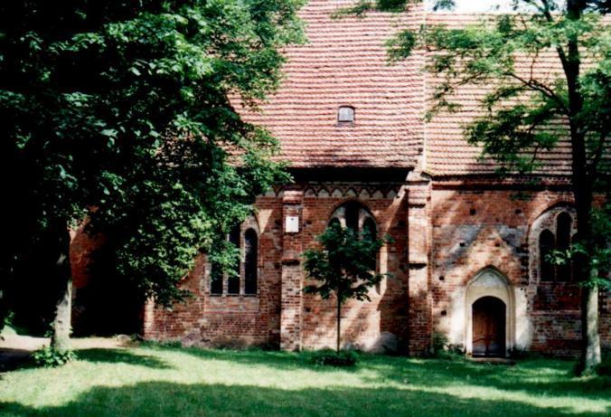 Kirche Demen (Church Demen), Fritz-Reuter-Str., D-19089 Demen (Juni 1999)