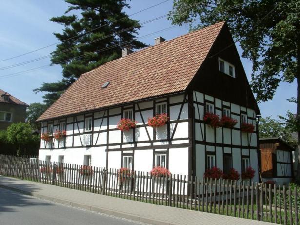 Chemnitzer Str. 10, D-09573 Erdmannsdorf