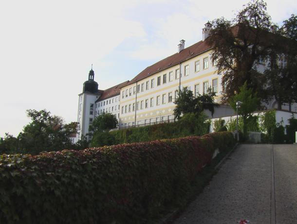 Am Domberg 27, D-85354 Freising