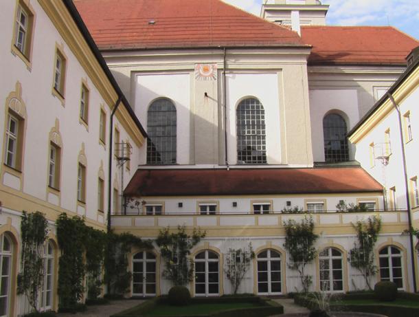 Landratsamt, Landshuter Str. 31, D-85354 Freising