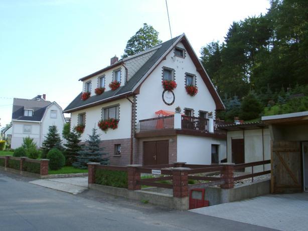 Hauptstr. 32, D-09526 Hallbach