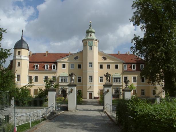 Schloß Hermsdorf (Castle Hermsdorf), Schloßstr., D-01458 Hermsdorf