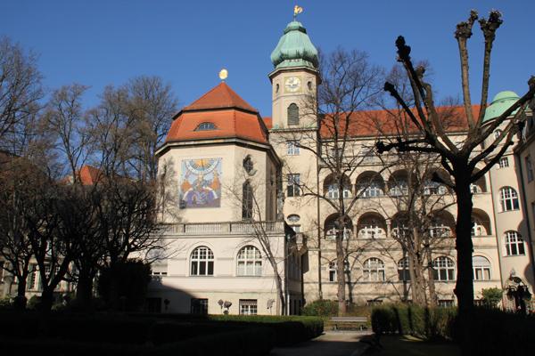 Maistr. 11, D-80337 München